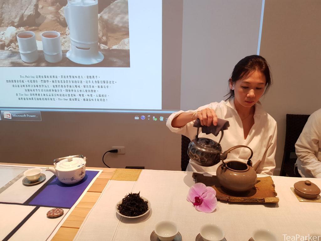 侍茶師 張明仙 / 主泡 武夷茶瑞香