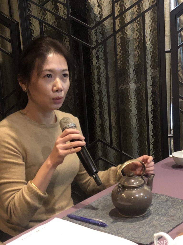侍茶師張明仙 示範泡茶